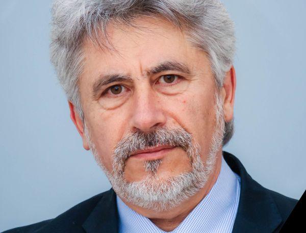 Почина проф. Александър Хинев