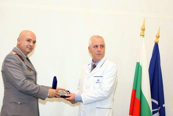 Наградиха проф. Николай Петров по повод 126-годишнината на ВМА