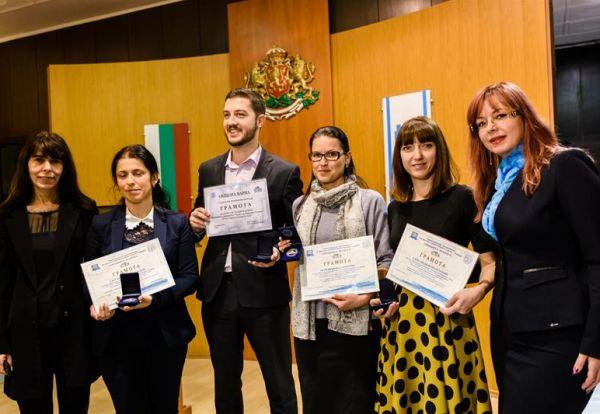 4-ма студенти от Медицинския университет бяха отличени в навечерието на 8-ми декември от Община Варна