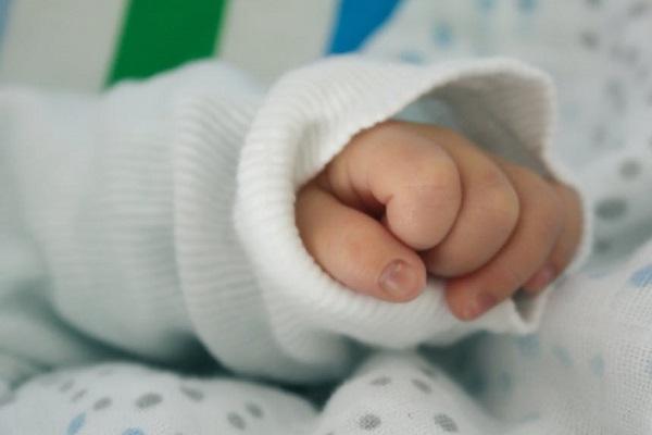 Близо 4500 деца по-малко са се родили през 2017 г. в сравнение с 2016 г.