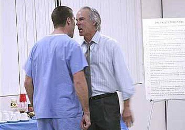 Психичноболен вилня в лекарски кабинет във Варна, настанен е в клиника