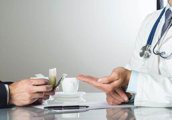 Предлагат инкриминиране на корупцията сред лекарите
