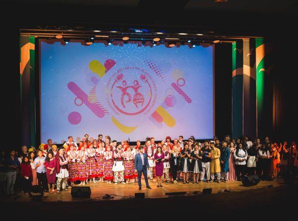 Грандиозен спектакъл във Варна сътвориха студенти от медицинските университети