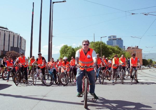 Над 200 души участваха във велопоход в София в подкрепа на хората с хемофилия