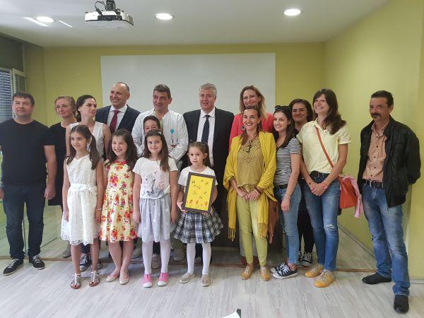 """Деца дариха нож за рязане на тъкани с генератор на """"Пирогов"""""""