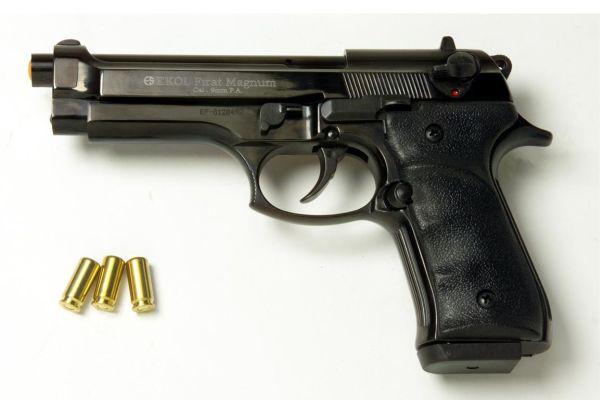 Мъж опита да стреля по фелдшер по време на преглед