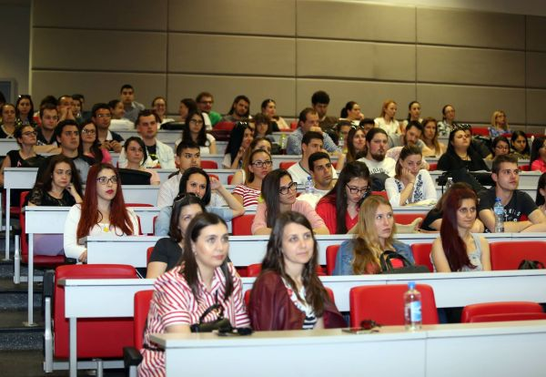Студенти дискутираха инфекциозните болести в Пловдив