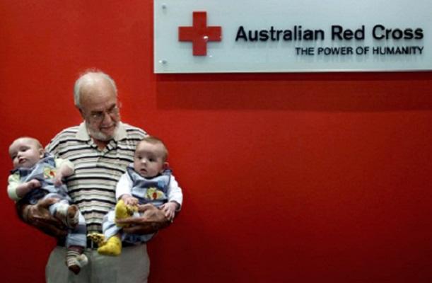 Австралиец спаси с кръвта си над 2 милиона бебета