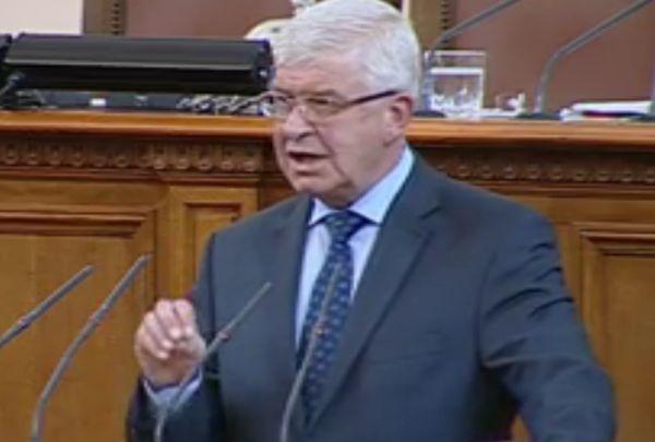 Министър Ананиев: Проф. Плочев е достоен лекар и човек, с удоволствие ще работим с него