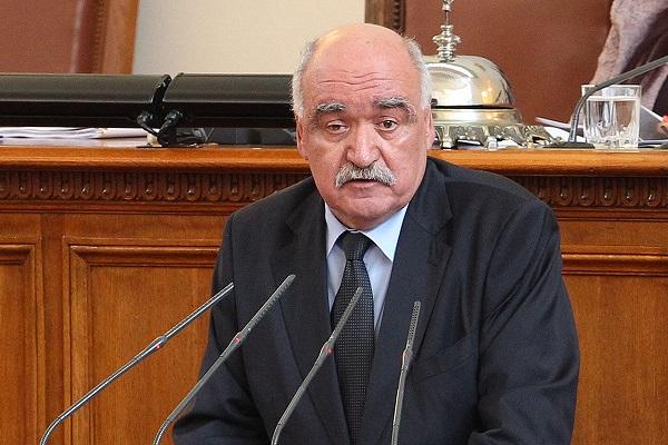 Скандал в парламента заради прекратяването на мандата на проф. Плочев