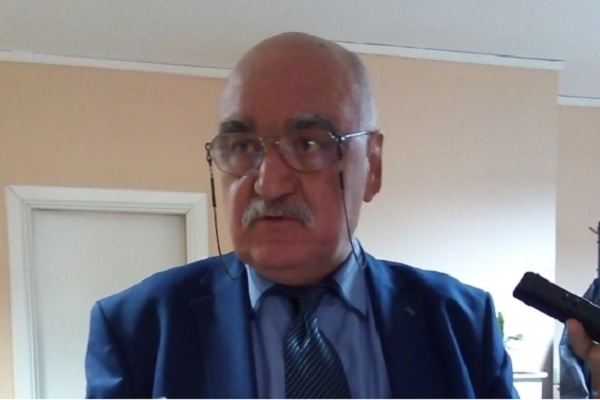 Прекратяват мандата на проф. Камен Плочев