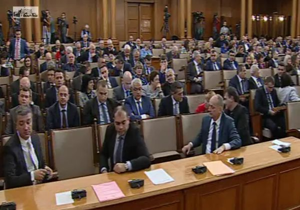 Парламентът прие на първо четене законовите промени, свързани със зъботехниците и помощник-фармацевтите