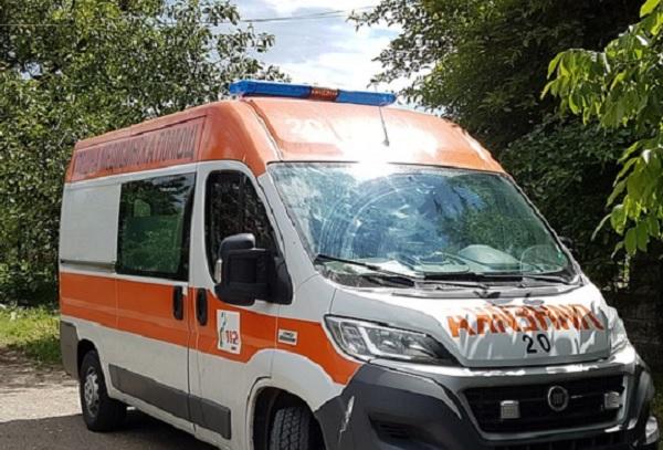 Единствената линейка на Спешната помощ в Бобошево катастрофира