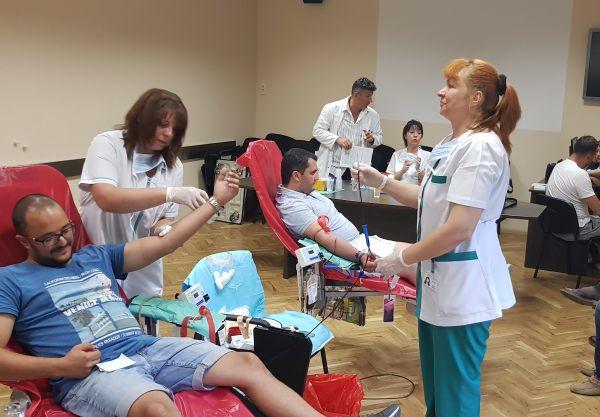 """45 души се отзоваха на кръводарителската кампания за лекарката в """"Пирогов"""""""