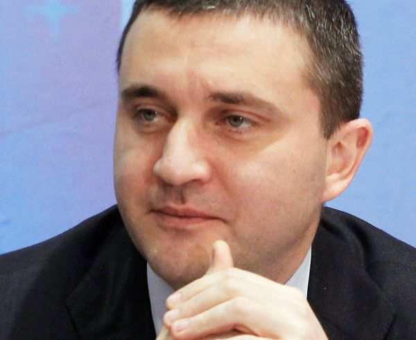 Финансовият министър Горанов предпочита варианта с пълната демонополизация на НЗОК