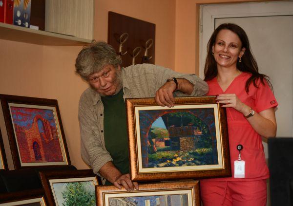 """Сдружение за творци с увреждания дари 10 картини на """"Пирогов"""""""
