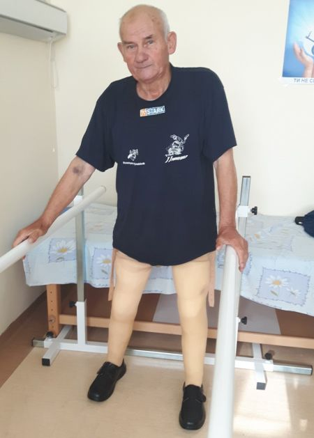 Мъж без крака проходи след 10 години в количка