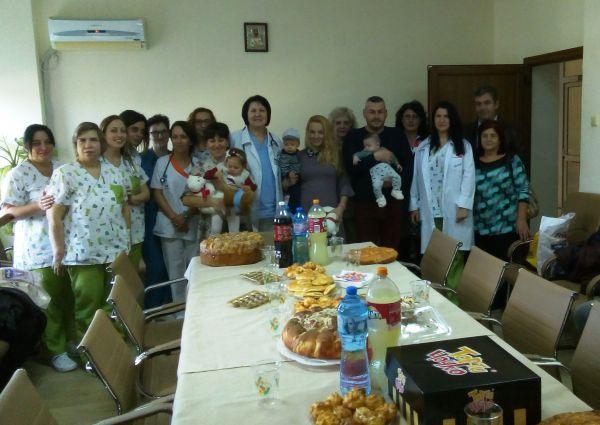 """Бебета и родители отпразнуваха Световния ден на недоносените деца в УМБАЛ """"Свети Георги"""" – Пловдив"""