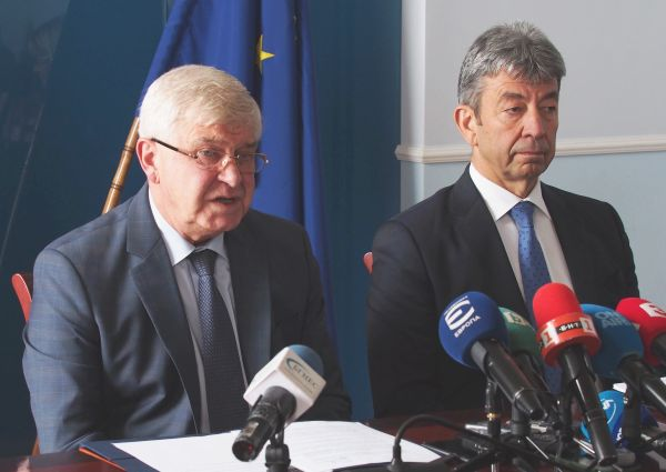 МЗ подписа договора за доставяне на 280 нови линейки