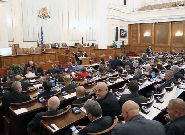 Депутатите удължиха работното си време до 20.00 часа