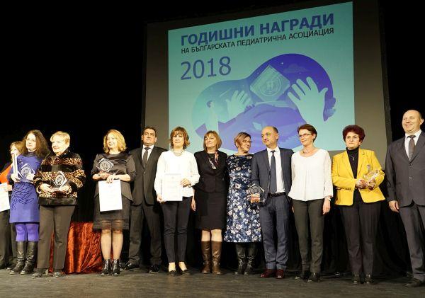 Проф. Цанева, проф. Бойкинов и доц. Анадолийска получиха награда за цялостен принос в развитието на педиатрията