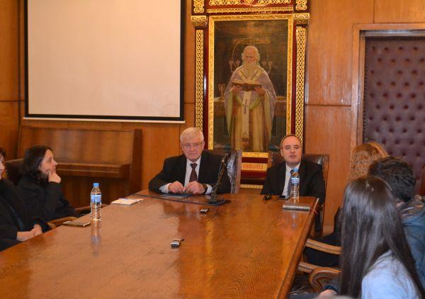 Министър Ананиев: Въпросът за закриване на Медицинския факултет към СУ не стои