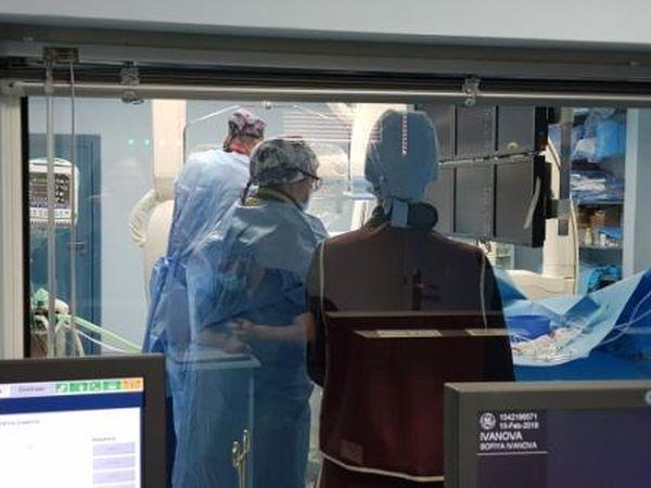 Проф. Монайе и доц Сираков оперираха две деца с тежки артериовенозни малформации