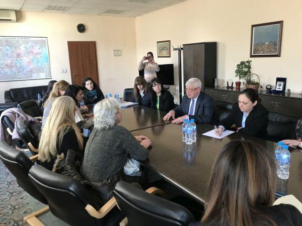 20 дена срок дадоха медицинските сестри на министър Ананиев да изпълни исканията им (обновена)