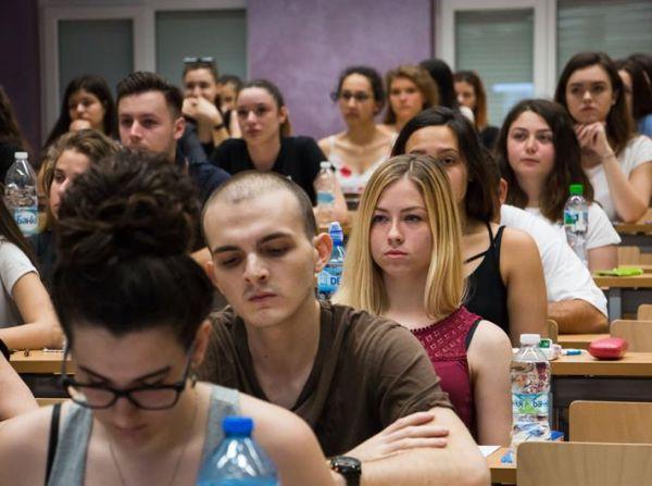Утре започва приемът на документи за предварителните изпити в МУ-Варна