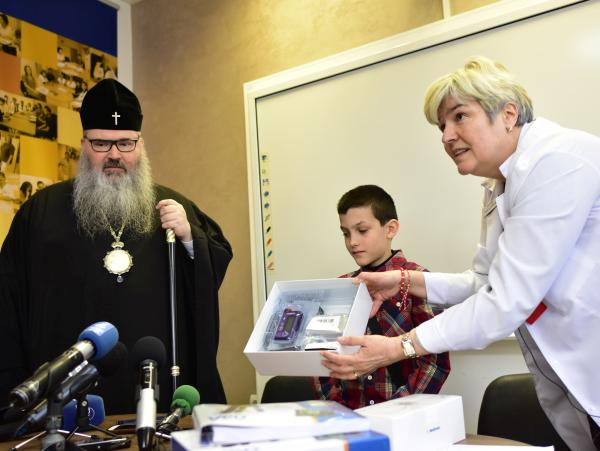 """Митрополит Йоан с дарение за деца с диабет в УМБАЛ """"Св. Марина"""" - Варна"""