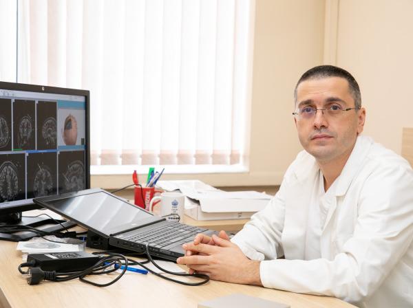 Дълбоката мозъчна стимулация облекчава ефективно симптомите на напреднал Паркинсон