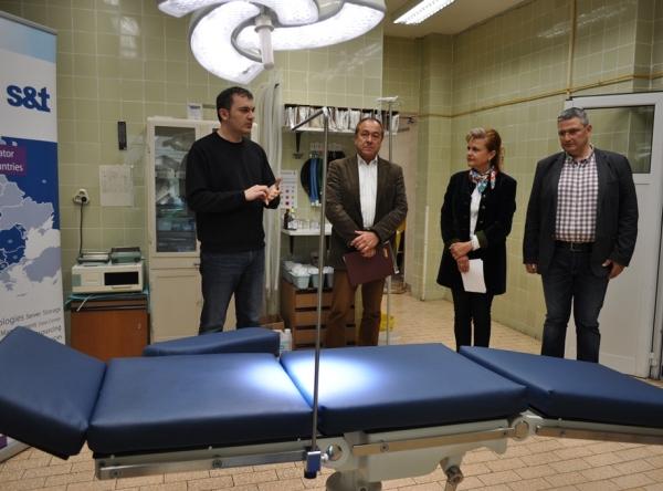 "Дариха операционна маса на Клиниката по очни болести на УМБАЛ ""Свети Георги"""