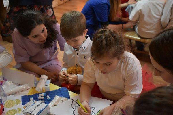 """Студенти от МУ-Варна организираха кампания """"Болница за плюшени мечета"""""""