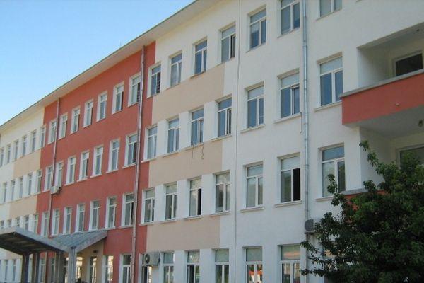 Медицински специалисти затварят булевард във Враца