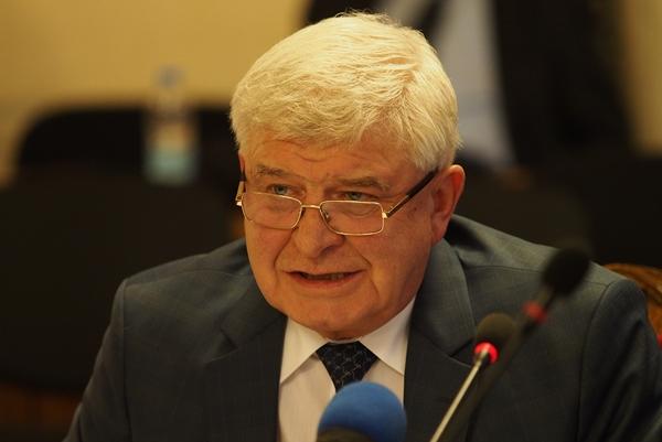 Министърът: Няма да бъдат закривани работещи отделения във Видин, Враца и Монтана