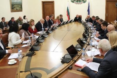 В полунощ правителството предложи въвеждане на извънредно положение