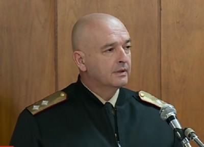 Ген. Мутафчийски: По-добре опашки на КПП-тата, отколкото кервани с военни камиони, извозващи трупове