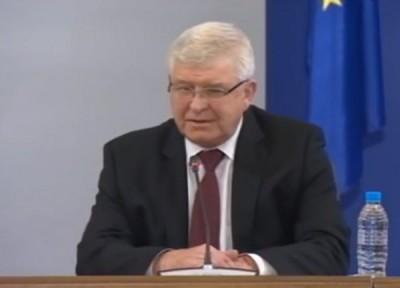 Министър Ананиев: Работодателят е длъжен да осигурява защита на работещите в лечебното заведение