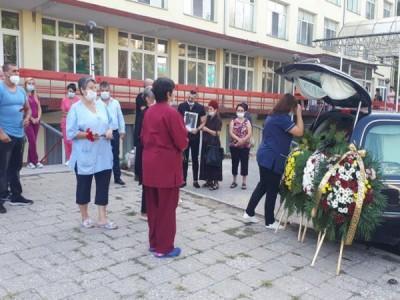 ЦСМП Пазарджик се прости с починал от COVID-19 фелдшер