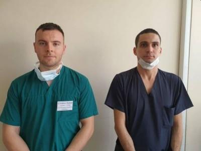 Д-р Илиян Йосков и стажант-лекар Стефан Бурев: Пожелаваме колегите ни да бъдат здрави и да преследват неуморно мечтите си