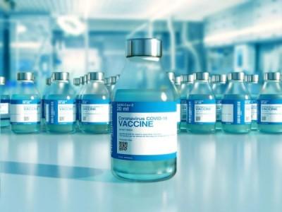 Половината от пълнолетните в САЩ вече са с поне една доза COVID ваксина