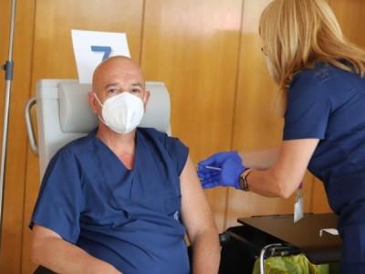 Проф. Мутафчийски си постави трета доза ваксина срещу COVID