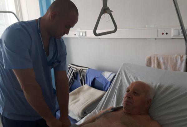 Ортопеди в Бургас взеха кост от крака на пациент, за да спасят ръката му