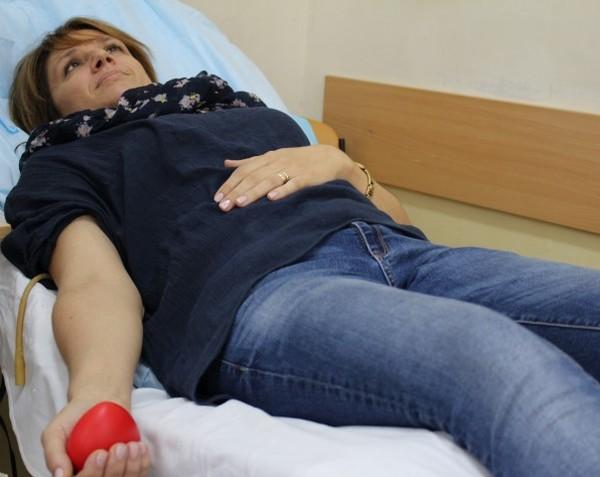 Ученици от Строителната гимназия в Бургас масово дариха кръв