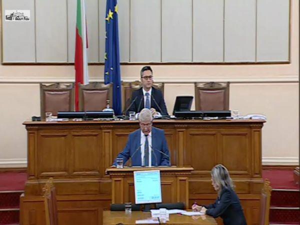 Министър Ананиев: Заплатите на медицинските сестри в Карлово са увеличени с 30%