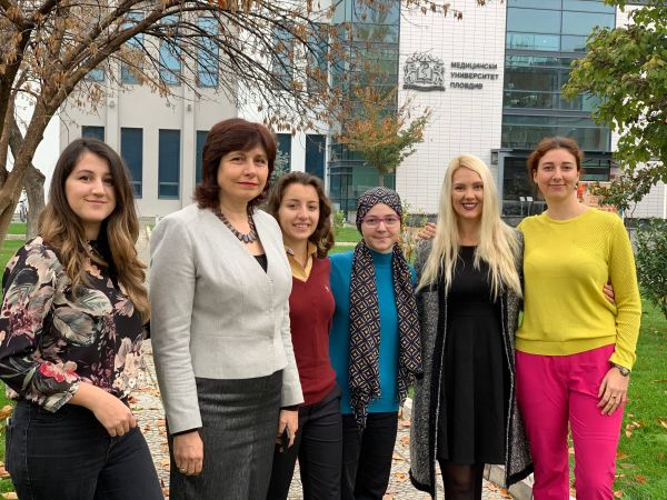 Студенти от МУ-Пловдив създадоха рисунки от бактерии и гъбички