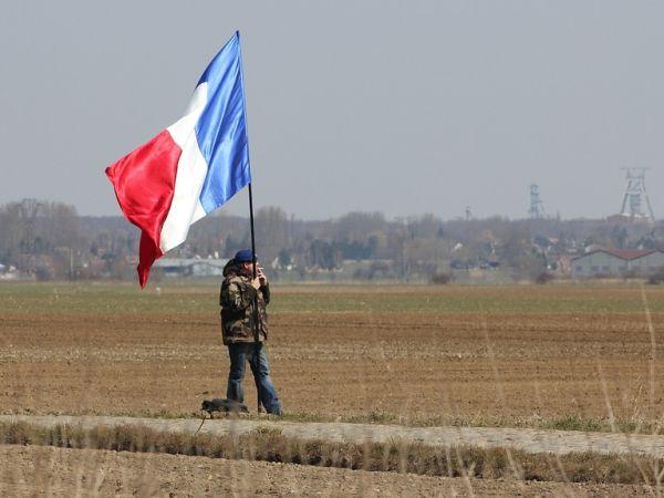 Френското правителство увеличава бюджета за здраве под натиска на протести