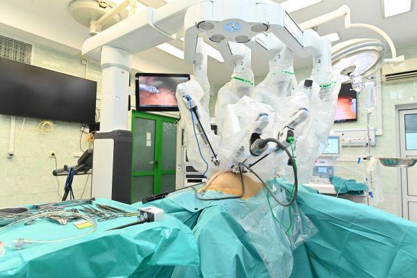 Проф. Красимир Иванов извърши първата хирургическа интервенция с робот Da Vinci във Варна