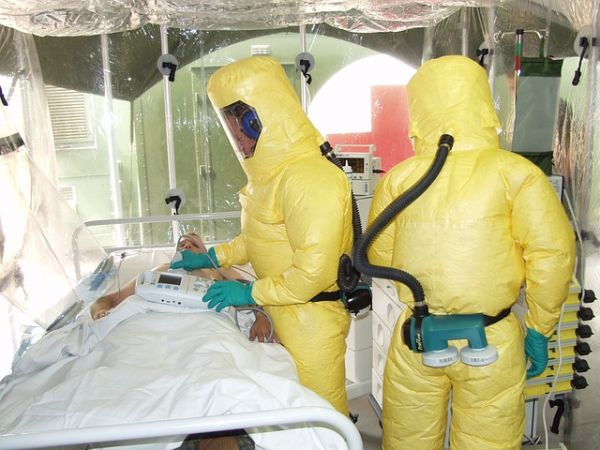 Холандски лекар почина от Ласа треска, още един медик е диагностициран със заболяването