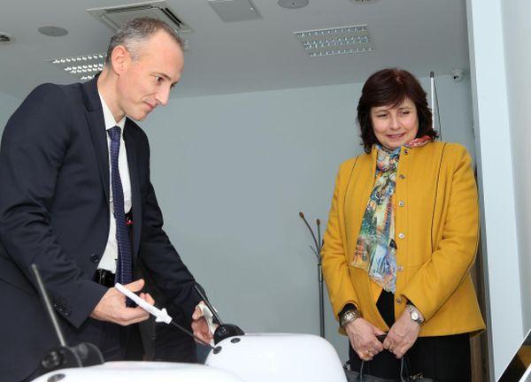 Министър Вълчев посети Тренировъчния симулационен център на МУ-Пловдив